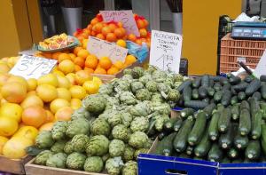 Široký výběr lokálního ovoce a zeleniny